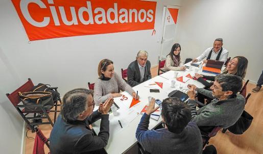 Ciudadanos celebró ayer su reunión autonómica en la sede del partido en Vila.