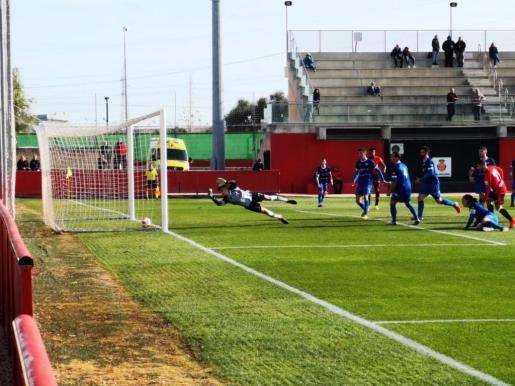 Imagen del gol del Mallorca B contra el San Rafael.