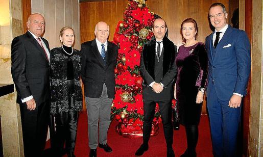 Juan Salvá y Angélica Leupold; y Rafael Ferragut, Juan Ferragut, Alejandra Salvá y Marcos Ferragut, que dieron la bienvenida a los asistentes al concierto.