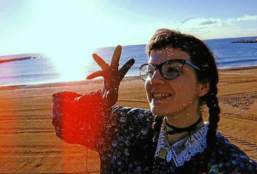 La joven escritora ibicenca María Manonelles en una divertida fotografía tomada el mes de diciembre del año pasado.