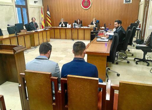 Los dos jovenes, durante el juicio celebrado en diciembre en la Audiencia Provincial.