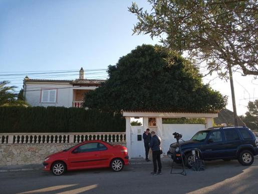 Imagen del exterior del chalet donde fueron encontrados los cuerpos.