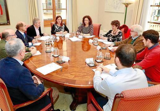 La plataforma para la reforma del sistema de financiación impulsada por el Cercle d'Economia, que cuenta con el apoyo de más de 70 entidades de todos los sectores, no ha surtido efecto pese a las reuniones y promesas de la presidenta del Govern, Francina Armengol.