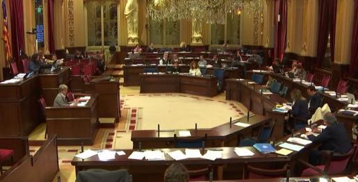 Imagen de la sala de plenos del Parlament durante el debate del proyecto de Ley de capitalidad de Eivissa.