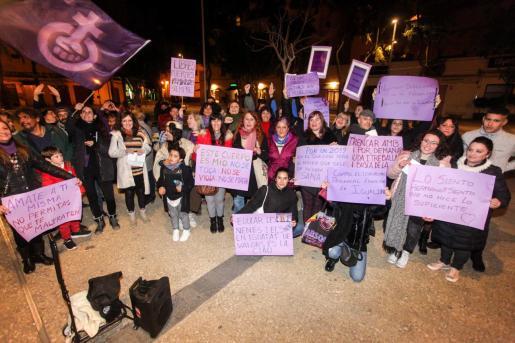 Concentración feminista en la Plaza del Parque