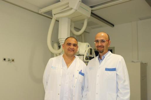 A la izquierda Francisco Cuesta, jefe del Servicio de radiología, y a la derecha Félix García