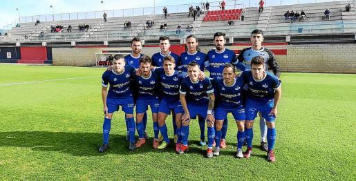 Los jugadores del San Rafael posan antes del partido contra el Mallorca B, disputado este mismo mes.
