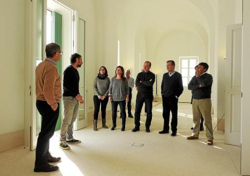 Imagen de la visita a las obras de rehabilitación del faro de la Mola.
