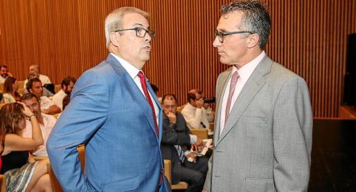 El presidente del Consell d'Eivissa, Vicent Torres, junto al presidente de la Pimeef, Alfonso Rojo.