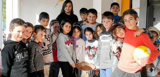 Los niños del colegio de Santa Agnès tienen una magnífica relación entre ellos.