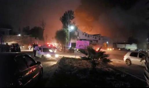 Al menos 21 muertos por la explosión de una toma clandestina de combustible en México.