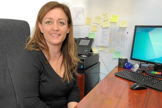Alejandra Ferrer posa en su despacho del Consell Insular de Formentera.