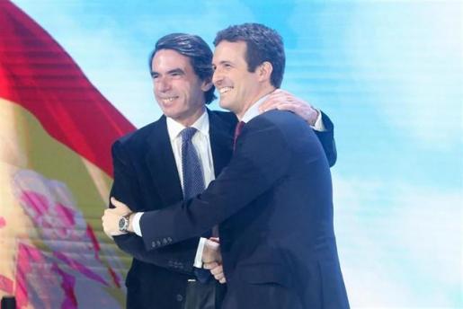 La Convención Nacional escenifica las dos «almas» del PP, pero se vuelca con el regreso de Aznar a primera línea.