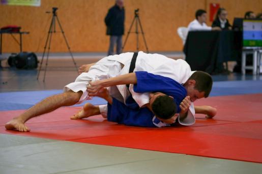Dos yudocas, durante el Campeonato de Balears celebrado en Can Coix.