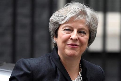 May estudia modificar el Acuerdo del Viernes Santo para desbloquear el Brexit.