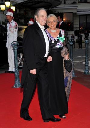 Imagen de archivo que muestra al príncipe Enrique de Orleans, conde de París y pretendiente de a la corona francesa, junto a su mujer a la llegada a la cena oficial de la boda del príncipe Alberto II de Mónaco y de la princesa Carlina, el 2 de julio de 2011 en Mónaco.