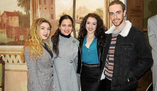 Rosa Marsillí, Victoria Verger, Marina Barceló y Adrià Mascaró.
