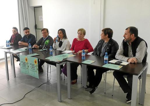 Los representantes de las asociaciones contra el cáncer durante la rueda de prensa de presentación de las jornadas.