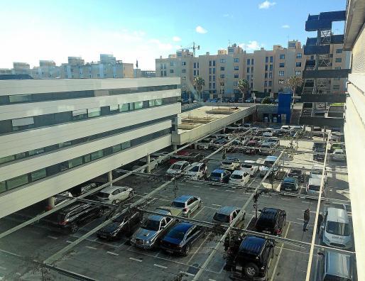 En la imagen de ayer por la mañana, uno de los aparcamientos de Can Misses.