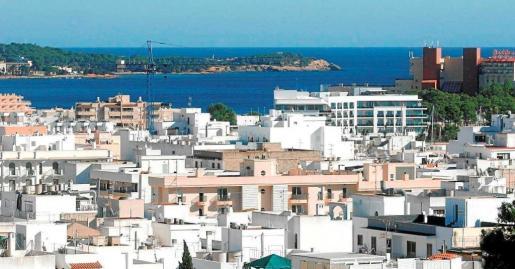 Vista general de la localidad de Santa Eulària donde se divisan varios edificios.