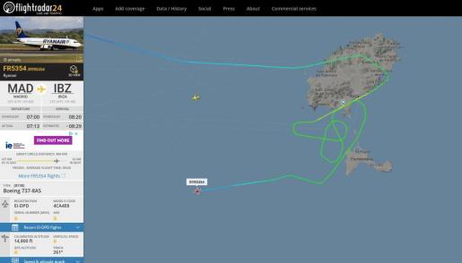 Captura de pantalla del recorrido del vuelo Madrid - Ibiza, que finalmente ha tenido que aterrizar en Alicante.