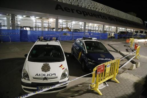 Los equipos sanitarios, patrullas de la Guardia Civil y Policía Nacional se han desplazado inmediatamente hasta el lugar del accidente.