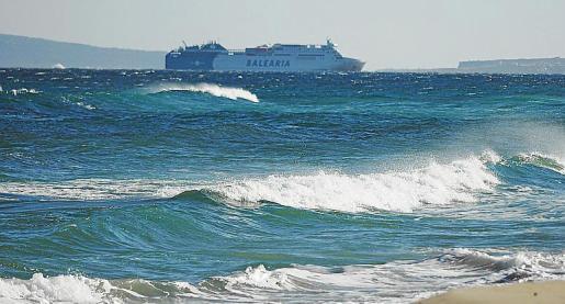 El temporal dejó rachas de viento de hasta 90 kilómetros por hora y en la mar el viento de fuerza 8 se tradujo en olas de entre 4 y 5 metros de altura.