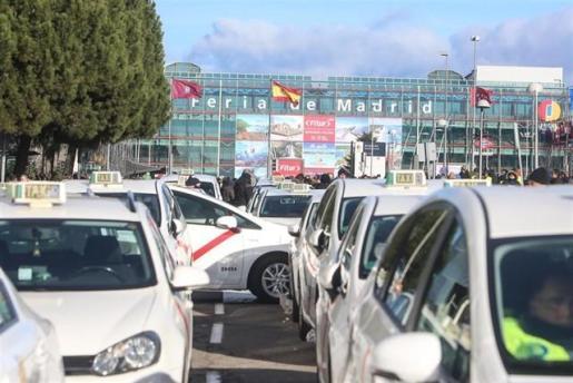 Madrid acuerda regular la precontratación de VTC en función de la distancia con el cliente.