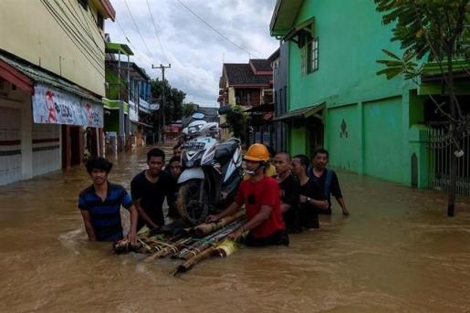 Al menos 59 muertos y 25 desaparecidos por el temporal de lluvias en Indonesia.