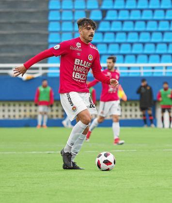 Melo conduce el balón en el partido contra el Mallorca B.