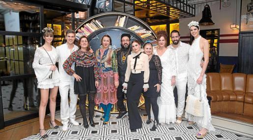 Familia de diseñadores de Adlib Moda Ibiza.