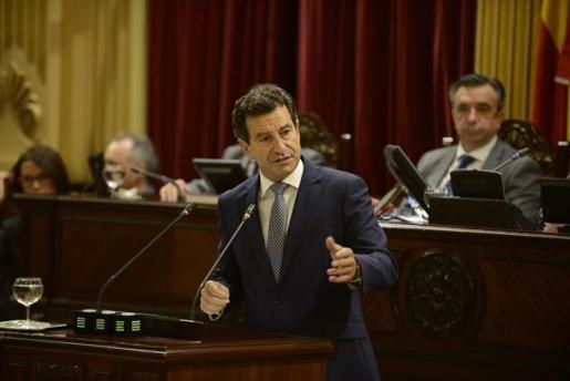 El líder del PP en Baleares, Biel Company, durante un pleno en el Parlament Balear
