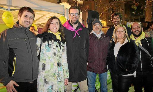 El alcalde de Palma, Antoni Noguera, con Rafael Sedano, Neus Truyol, Damià Tomás, Rosa Cursach, Carles Gonyalons y Miguel Ángel Contreras, en la Plaza Santa Eulalia.
