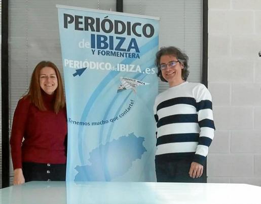 Clara Costa, a la izquierda, junto a Miguel San Miguel, el que será el director a partir de febrero, en el Periódico de Ibiza y Formentera.