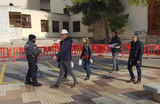 Arquitectos, técnicos y Gerencia de Justicia inspeccionaron por dentro y por fuera el edificio devorado por las llamas.