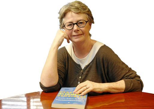 La holandesa afincada en Mallorca Karina Zegers en una imagen de archivo cuando presentó su segundo libro en castellano, `Personas altamente sensibles'.