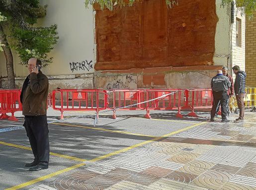 El juez decano visitó ayer junto a una comitiva de arquitectos y técnicos de Justicia el edificio siniestrado.