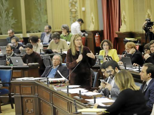 La consellera balear de Salut, Patricia Gómez, durante la sesión parlamentaria de ayer.