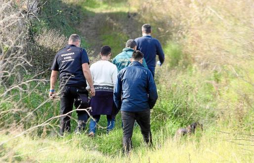 Los GEAS de la Guardia Civil han inspeccionado decena de pozos, safareigs y el torrent de Buscastell.