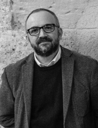 El escritor, columnista, editor y profesor Román Piña presentará su obra este sábado en Ibiza junto a Ben Clark.