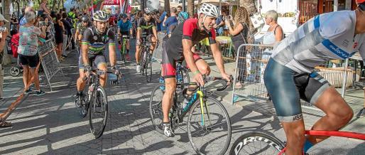 Igor Astarloa y Abraham Olano, durante la Vuelta Cicloturista a Ibiza del año pasado.