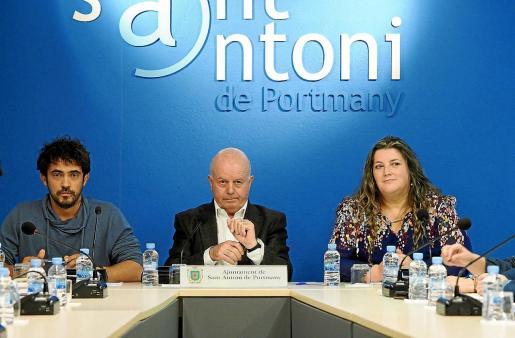 Valdés y Cires apoyan la decisión de Ribas de seguir en el Ayuntamiento de Sant Antoni.
