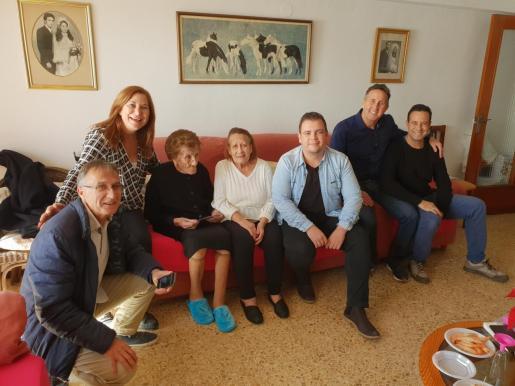 Hipólita Romero celebró ayer su centenario de vida en compañía de familiares y amigos.