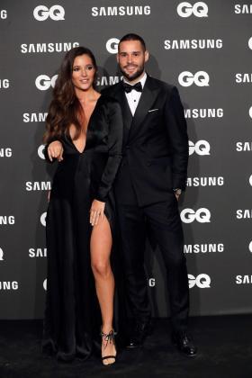 El futbolista Mario Suárez y su esposa Malena Costa posan a su llegada a la entrega de los Premios GQ Hombres del año 2018 celebrada hoy en Madrid.