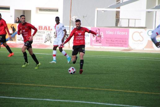 Un instante del partido jugado en el Municipal de Sant Francesc.