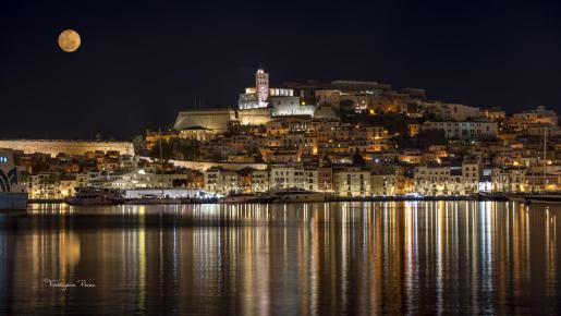 Anochecer en el Puerto de Ibiza.