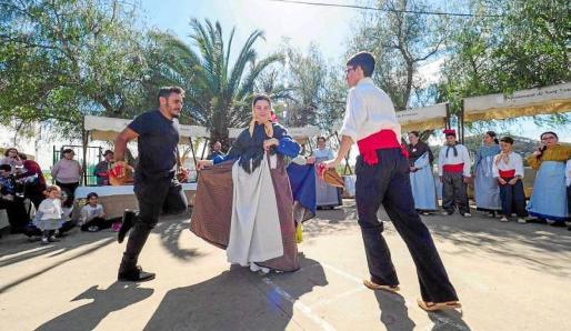 El ball pagès es uno de los grandes atractivos de la Jornada Pagesa del colegio Can Coix de Sant Antoni.