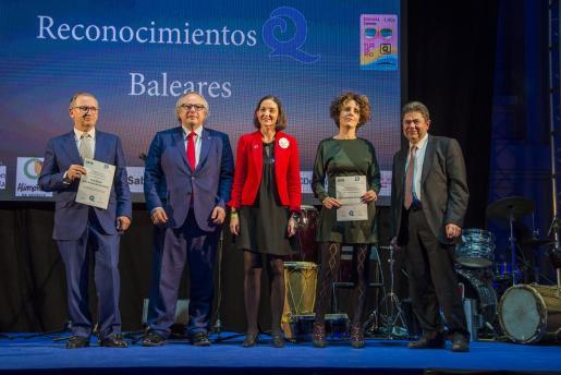 El directivo del CNSA Luis Gómez Briones se encargó de recoger la certificación.