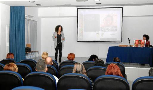 La presentación de Wanawake tuvo lugar ayer en el centro cultural Cervantes de Sant Antoni.