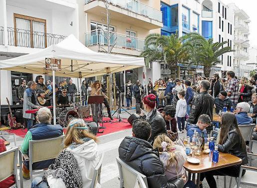 Los bares y restaurantes participantes ofrecieron a los asistentes bebida y tapa a dos euros.